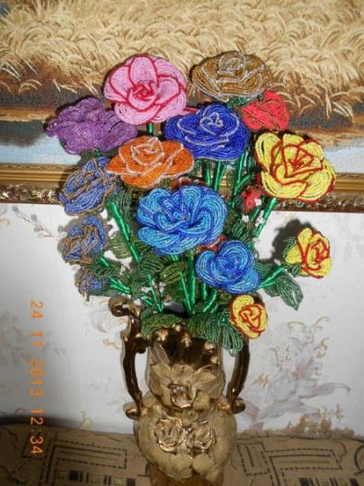 Продам Розы из бисера в Нижнем Новгороде.